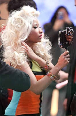 nicki-minaj-hello-kitty-mirror